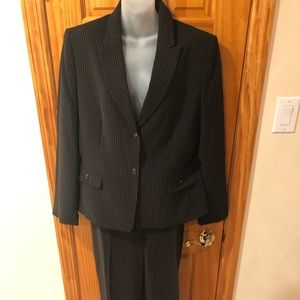 NWT TAHARI 2 PC Pant Suit